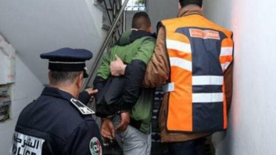 مراكش.. توقيف ثلاثة أشخاص للاشتباه في تورطهم في قضية تتعلق بالاحتجاز والاعتداء الجنسي المقرون بالعنف