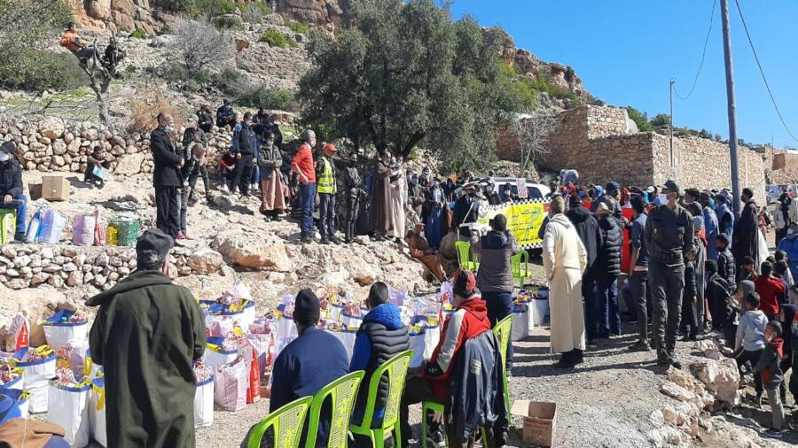 اقليم شيشاوة : قافلة تضامنية بدوار تخربين جماعة بوابوض من تنظيم جمعية الكرامة للسائق المهني بالدار البيضاء .