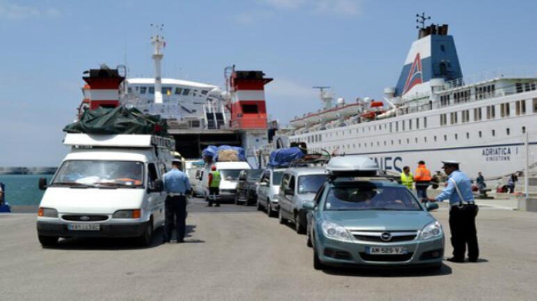 جمارك طنجة المتوسط تقرر منع دخول الحافلات المغربية للنقل الدولي للمسافرين التي تجر المقطورات