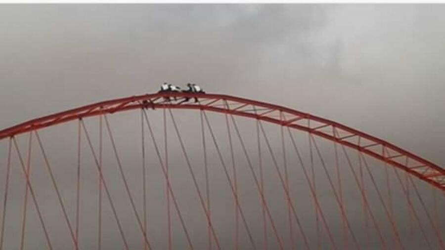 خطير ..شاب يحاول الانتحار من أعلى القنطرة الحديدية بواد ام لعشار بكلميم