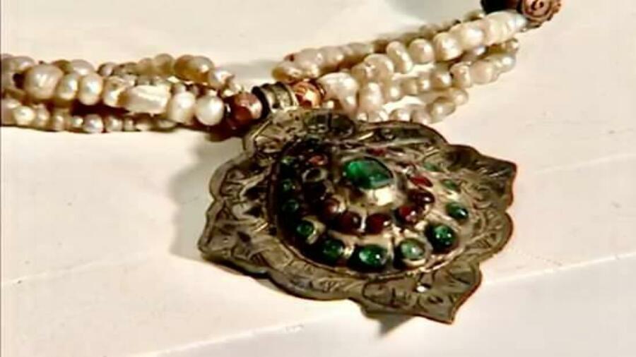 زززوم ….أقدم قطعة حلي من الفترة الإسلامية بأعرق متاحف المملكة المغربية.