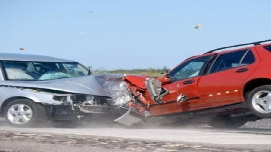 إصابات خطيرة في حادث إصطدام سيارتين بطريق الموت بين تمنار وسميمو على مستوى اداوعزة
