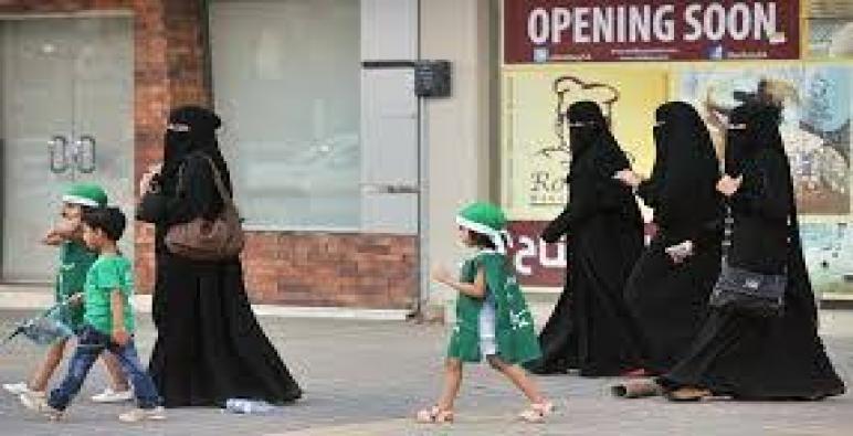 سعوديات يغادرن المملكة ساعات بعد تطبيق قانون السفر