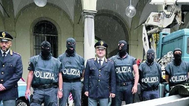 خطير …. الشرطة الإيطالية تحبط هجوما مسلحا استهدف مسجدا للمصلين بمدينة فلوريسنا .