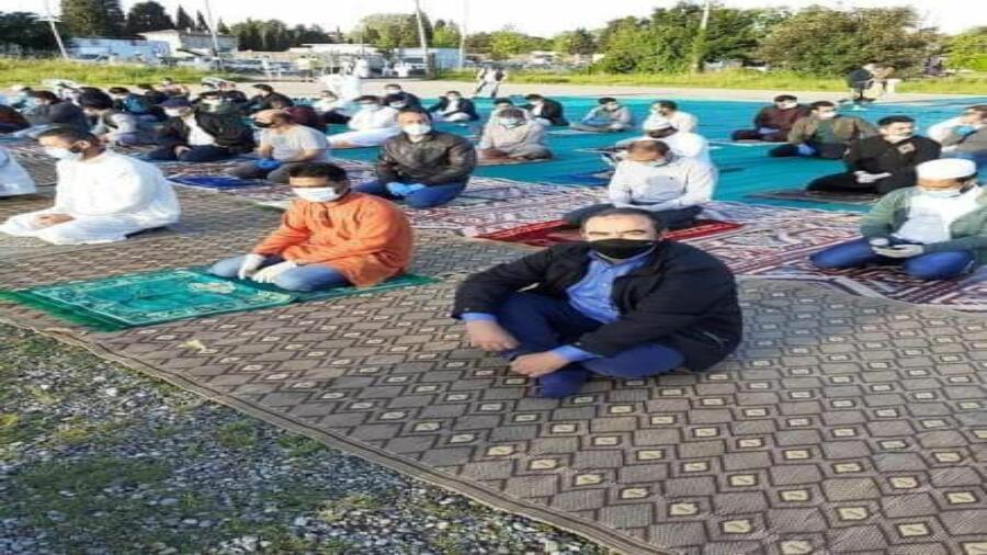 في ظروف إستثنائية مسلموا إيطاليا يؤدون شعائر صلاة العيد عن بعد مرتدين الكمامات متابعة
