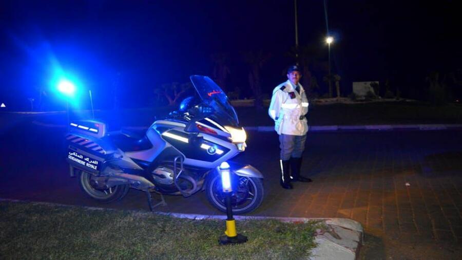 اقليم شيشاوة : درك شيشاوة يوقف سائق سيارة رباعية من نوع( بيكوب ) كسر حالة الطوارئ وحولها إلى وسيلة للنقل السري.