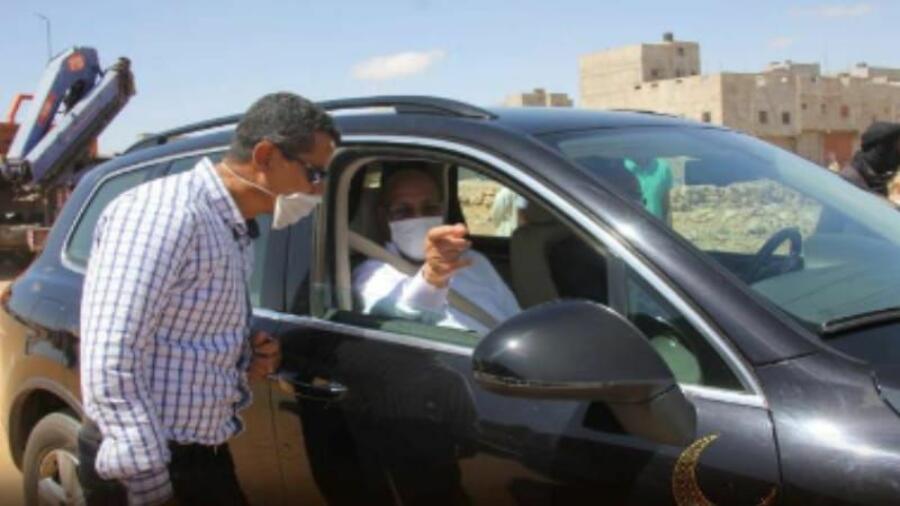 العيون..السيد حمدي ولد رشيد يقف على عملية تنظيف وتعقيم الأسواق القديمة