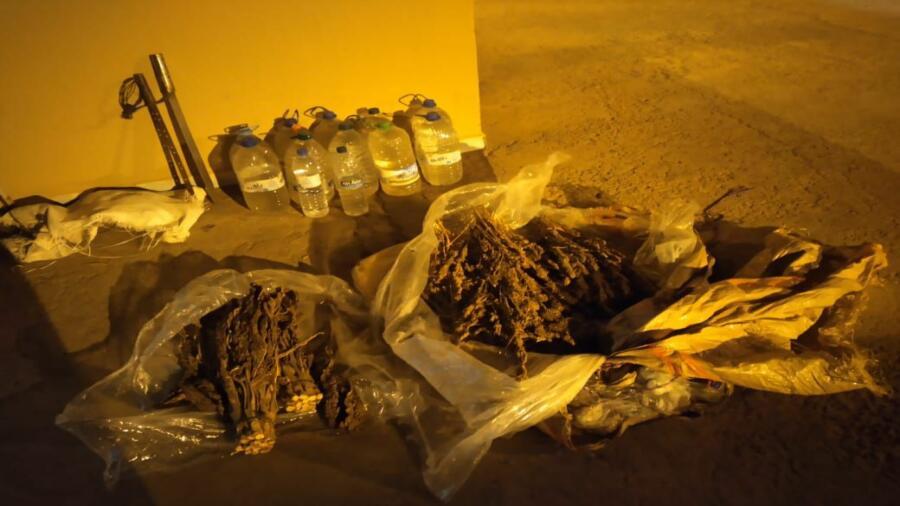 الدرك الملكي بالدروة يحجز سيارة مكتراة بها كمية من المخدرات و مسكر ماء الحياة بضواحي برشيد