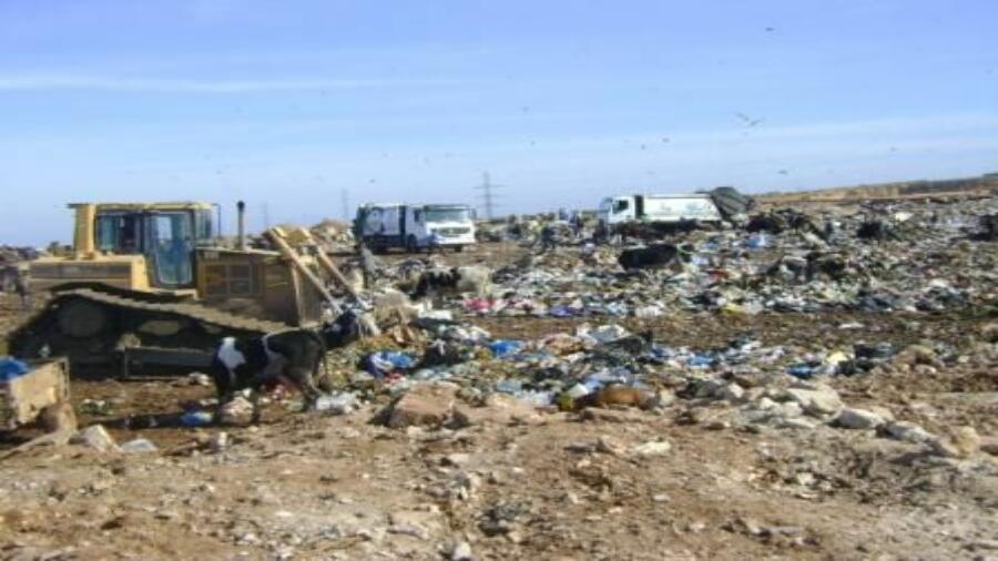 مطرح النفايات بمديونة: بؤرة الروائح الكريهة وكارثة بيئية تهدد ساكنة تيط مليل إقليم مديونة.