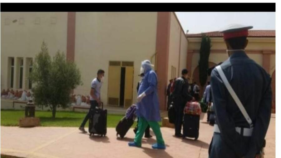 عودة المغاربة العالقين بالجزائر واصابةبعضهم بكورونا
