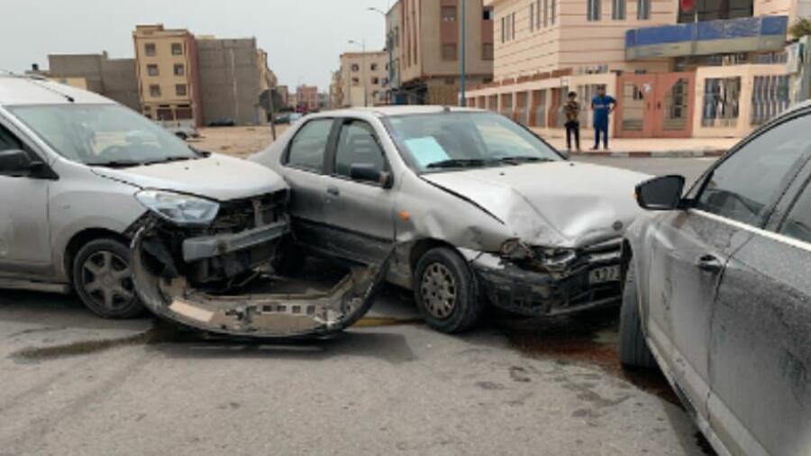الداخلة…..حادثة سير خطيرة بين ثلاث سيارات خفيفة.