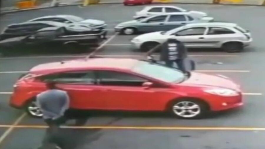 *المديرية العامة للأمن الوطني تنفي بشكل قاطع أن يكون مقطع فيديو حول اختطاف سيدة على متن سيارتها قد سجل بالمغرب (بلاغ) *