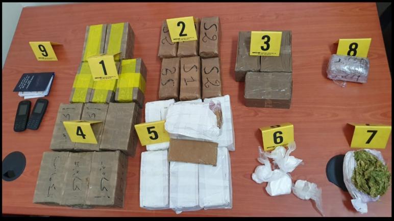 اكادير..ايقاف شخصين يشتبه في ارتباطهما بشبكة إجرامية متخصصة في الحيازة والاتجار في المخدرات.
