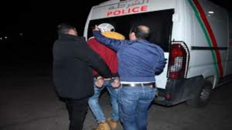 طانطان : القاء القبض على شاب على متن حافلة متجها إلى السمارة بحيازة ونقل المخدرات.